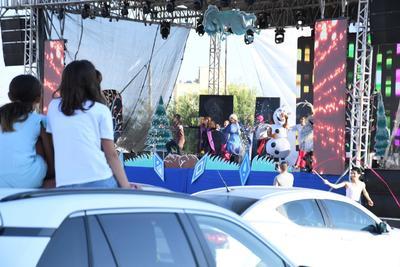 Fue la obra Frozen 2, un musical espectacular, la obra pionera en La Laguna bajo tal formato, logrando reunir una buena cantidad de autos. Dentro de estos, chicos y grandes disfrutaron de la magia y de las aventuras de 'Olaf', 'Anna' y 'Elsa'.