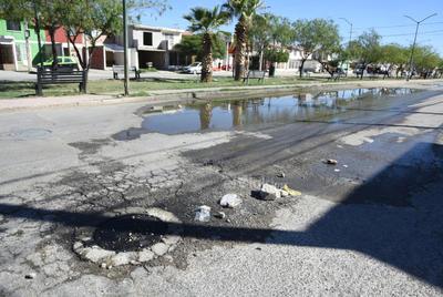 Fugas. Sobre la avenida Hotel Posada, una de las principales arterias de la colonia Mayrán, se localiza una fuga de aguas negras.