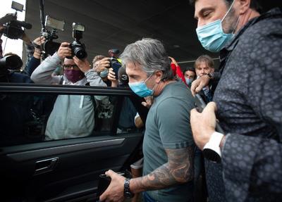 Padre y agente de Messi llega a negociar el futuro del jugador