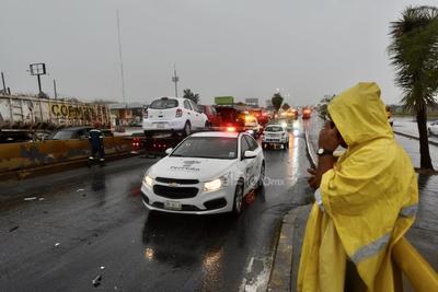 Sin lesiones graves. Los conductores involucrados en los accidentes de ayer por la mañana fueron atendidos por paramédicos de la Cruz Roja en el lugar. Afortunadamente no requirieron atención médica especializada.