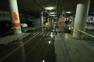 Escurrimientos en presidencia. En el estacionamiento subterráneo de la presidencia municipal se presentaron varios encharcamientos luego de las precipitaciones en la región, las cuales continuarán al menos el día de hoy y mañana.