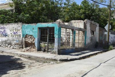 Estructuras. De las diferentes viviendas que una vez lucieron en esta zona, hoy quedan solo los pilares o bases a punto de colapsar.