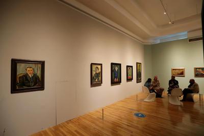 El poeta Jaime Moreno Villarreal es el creador del concepto curatorial de la sección de arte mexicano en la exposición.