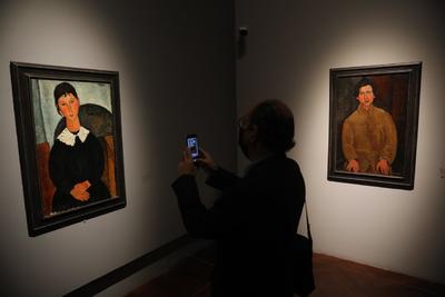 Cuando ves los cuadros de Modigliani ves las influencias del arte italiano; por una parte va a tratar de sintetizar el arte italiano, no hay que olvidar que el Renacimiento italiano era una corriente que era una referencia al arte griego y a la naturaleza, y no es naturalismo, es un retorno a la naturaleza, y es lo mismo en el caso del primitivismo. Hay un círculo que se cierra en ese momento, de inicios del siglo XX , de estas referencia entre Renacimiento italiano y el primitivismo, dijo el curador.