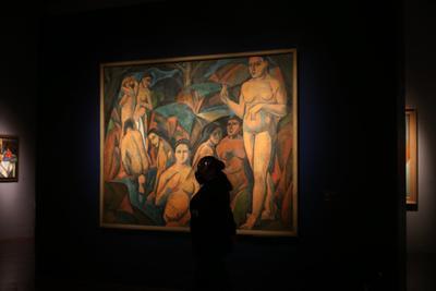 Otra cualidad de su obra fue resaltada por Restellini al referirse al simbolismo, que era una constante sus obras: Modigliani en su lógica de sincretismo trabaja el alma. Los personajes de Modigliani nunca tienen ojos, es como si fuera una máscara. Lo que le interesa a Modigliani es ver lo que hay detrás de esa máscara. Es un trabajo sobre el alma, y este mismo trabajo se encuentra en la obra de Soutine. Explicó que para el artista italiano la máscara tenía que ver con que él creía en lo puro. Hay cartas donde explicaba que lo que le interesaba era el alma, investigar en el alma de los individuos.