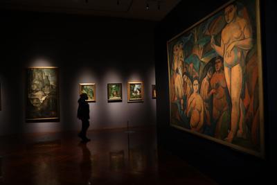 La primera sección es Después de Cézanne, e incluye obras de André Derain, Moïse Kisling, Suzanne Valadon, René Durey y Henri Hayden.