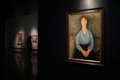 Una sección dedicada a Amedeo Modigliani contiene algunas notables piezas del artista italiano: Léopold Zborowski, Elvire con cuello blanco, Jeanne Hébuterne, Niña vestida de azul y Cariátide (azul).