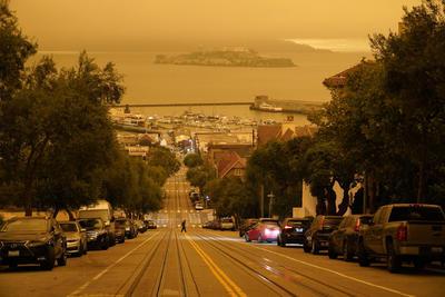 Más de cuarenta incendios se mantienen activos en California, veinte de ellos catalogados por las autoridades de grandes fuegos, en la peor temporada registrada en ese estado hasta la fecha.
