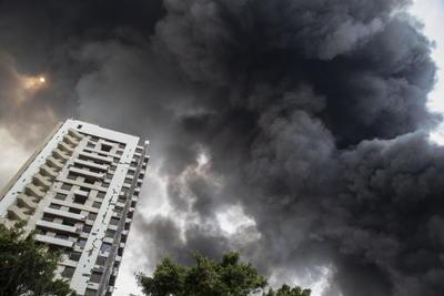 Se produjo un incendio en un almacén de aceites y neumáticos de coches en el mercado libre de impuestos del puerto de Beirut, afirmó el Ejército libanés en su cuenta de Twitter.