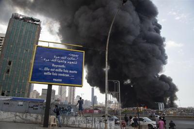 El pasado 4 de agosto, un incendio en un almacén del puerto de Beirut provocó la explosión de un cargamento de nitrato de amonio, dejando 191 muertos, más de 6.500 heridos y a más de 300.000 personas sin hogar.