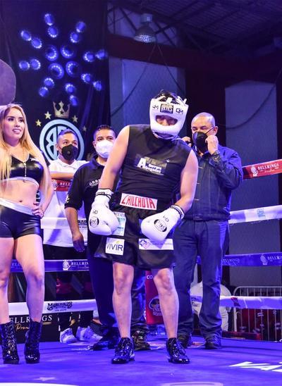 Cristian Mijares y 'Kochulito' Montiel realizan pelea de exhibición
