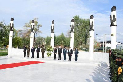 El acto cívico se realizó en la explanada que se instaló en la Plaza de la Tortuga.