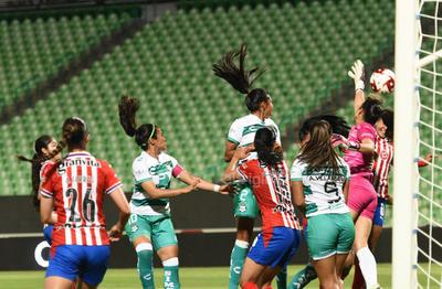 Guerreras del Santos Laguna enfrentan a Chivas Rayadas
