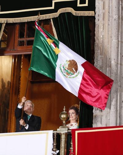 En plena pandemia, encabeza López Obrador Grito de Independencia desde Palacio Nacional