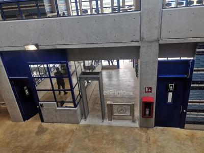 Control. Las puertas tendrán que ser controladas de manera individual y de forma electrónica desde el centro instalado en cada módulo. Las fechas de traslado de los internos se mantendrán bajo secreto de seguridad.