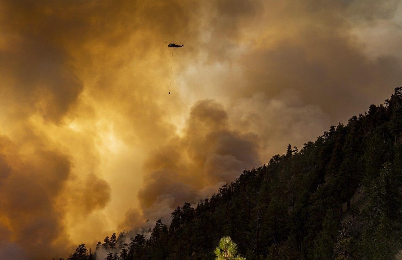 Amenaza incendio a más de mil casas en California