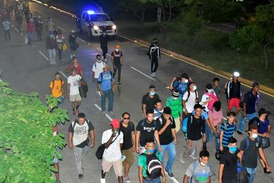 Migrantes de Honduras comienzan su andar rumbo a EUA pese al COVID-19