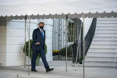 Trump sale caminando en primera aparición tras positivo a COVID-19