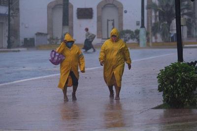 Luis Alberto Ortega Vázquez, director del Centro Nacional de Comunicación y Operación de Protección Civil (PC), informó que ante el paso del huracán Delta se han evacuado 39 mil 290 personas de los estados de Quintana Roo y Yucatán.