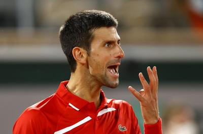 El serbio Novak Djokovic, número 1 del mundo, evitó la remontada en semifinales de Roland Garros del griego Stefanos Tsitispas, que tras perder las dos primeras mangas forzó una quinta, antes de inclinarse por 6-3, 6-2, 5-7, 4-6 y 6-1 en 3 horas y 54 minutos