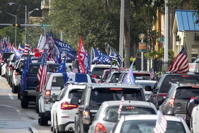 Al menos un millar de vehículos estaban en el estacionamiento del casino antes del inicio de la caravana y otros muchos se sumaron en distintos puntos del recorrido, según pudo constatar.