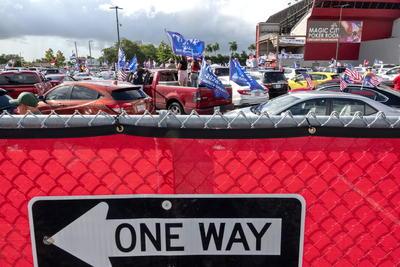 Recorren calles de Miami a favor de Donald Trump