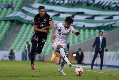 Con el triunfo, Santos Laguna llegó a 18 puntos y escaló al noveno puesto, solamente a una unidad de distancia del Rebaño Sagrado, que marcha en el octavo peldaño, con cuatro juegos por disputar. A los Albiverdes le restan tres duelos en casa.