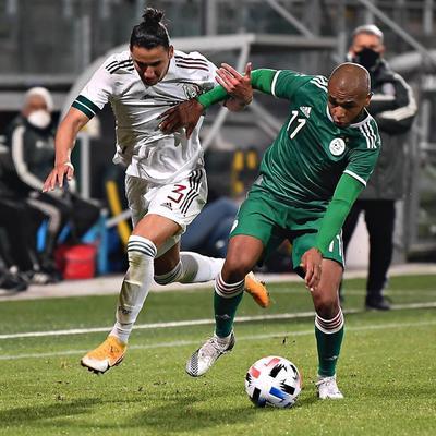 El técnico celebró la posibilidad de que México se salga de los lugares comunes, los partidos en su casa o en Estados Unidos, y enfatizó en su idea de establecer un estilo, aunque juegue con línea de cinco defensores o con cuatro.