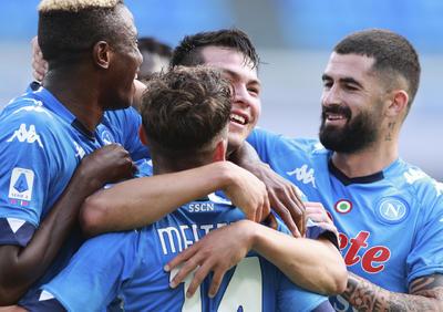 Los hombres de Gennaro Gattuso se fueron al descanso por delante 4-0 y con un dominio absoluto. Matteo Politano firmó el tercero con un zurdazo desde fuera del área y el nigeriano Victor Osimhen, con otro derechazo desde los 20 metros, tras un nuevo error de la zaga rival, determinó el 4-0.