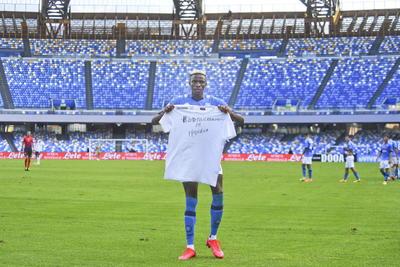 Una situación que impidió al Nápoles, por orden de la ASL, viajar a Turín para enfrentarse al Juventus el pasado 4 de octubre y que provocó la sanción de la Serie A por violar el protocolo sanitario federal. El resultado fue una derrota por 3-0 administrativo y un punto de penalización en la clasificación.