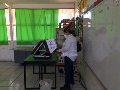 Ciudadanos acuden a votar
