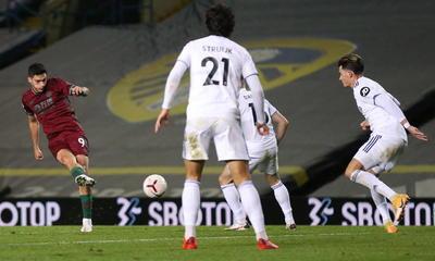 En el otro lado, Bielsa dio la titularidad a Rodrigo Moreno, la primera esta temporada en la Premier League. El técnico argentino, hasta el momento, sólo había utilizado al delantero español en las segundas partes de todas las jornadas. A excepción del choque de Copa que disputó ante el Hull, siempre había sido suplente.
