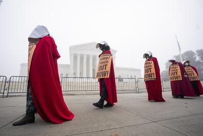 Protestan en EUA a favor y en contra de Amy Coney Barrett