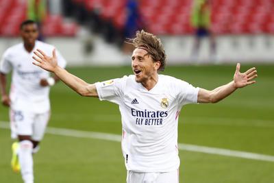 Real Madrid se apodera del Clásico Español en el Camp Nou