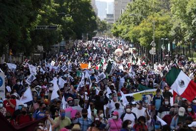 Simpatizantes de AMLO se manifiestan a su favor por las calles de la CDMX