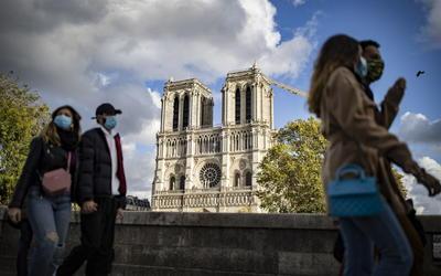 Así luce Paris en el día en que Francia rompió récord en muertes por COVID-19