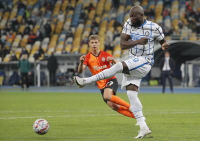 Llegaba ya con margen de error mínimo el Inter al Olímpico de Kiev, tras el 2-2 de su estreno contra el Monchengladbach, ante un Shakhtar que dio la campanada en su debut al doblegar 3-2 al Real Madrid en el Di Stéfano de Madrid, y ni este martes consiguió llevarse los tres puntos, pese a merecerlos a nivel de juego.