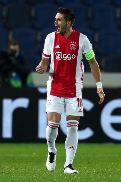 Ajax empata con el Atalanta sin Edson Álvarez