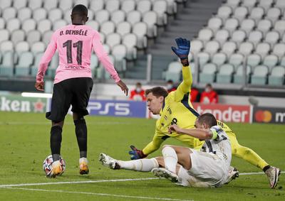 Con goles de Dembélé y Messi, Barcelona gana ante Juventus