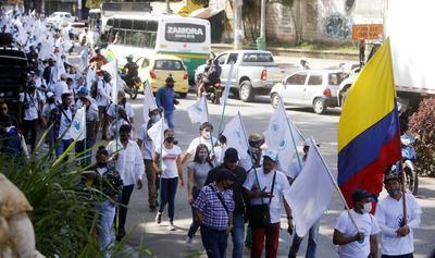 Protestan exguerrilleros de las FARC contra la violencia en Colombia