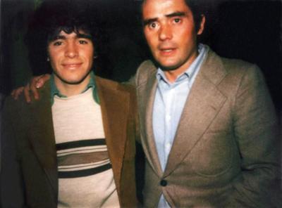 También jugó en el Sevilla español, Newell's de Rosario y tuvo un segundo ciclo en Boca (1995-97), donde se retiró a los 37 años.