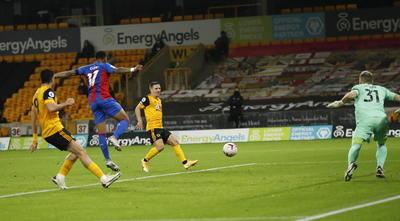 Wolverhampton gana duelo de Premier League ante Crystal Palace