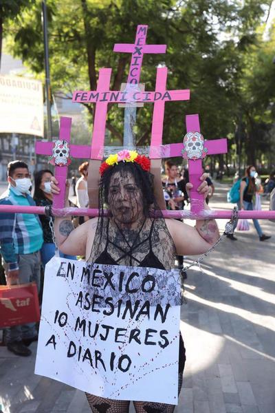 'Tratamos de visibilizar la crueldad y violencia extrema con la que asesinan a mujeres y niñas', dijo en entrevista.