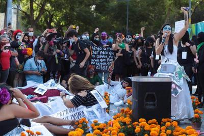 Dedican ofrenda a víctimas de feminicidio en México