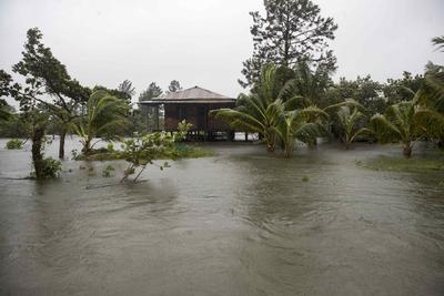 Huracán 'Eta' toca tierra en Nicaragua; es 'extremadamente peligroso'