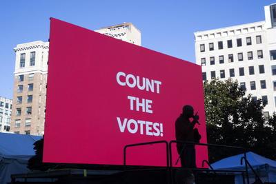 Sin un resultado definitivo después de la jornada electoral, grupos de activistas llamaron este miércoles a movilizaciones en distintas ciudades de Estados Unidos para alzar su voz en defensa del voto y mantener vivos los reclamos contra el racismo y la brutalidad policial.