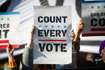 La campaña del líder republicano anticipó horas después que pedirá un reconteo en el estado clave de Wisconsin, donde se han contado casi todos los votos y las proyecciones de los grandes medios ya han dado por ganador a Joe Biden.