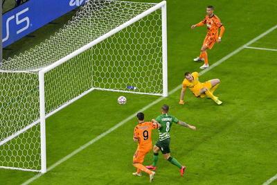 El colombiano Juan Guillermo Cuadrado, alineado por Pirlo en el lateral derecho, en un once inicial sin Dybala, realizó una gran jugada por la banda y metió un centro que, rozado por Cristiano, Morata remató a placer para subir el 1-0 al marcador.
