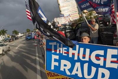 Hispanos protestan en Miami por supuesto fraude a Donald Trump