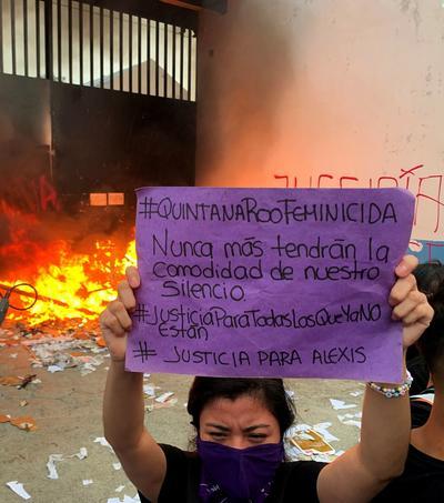 Grupos protestan por feminicidios en Cancún